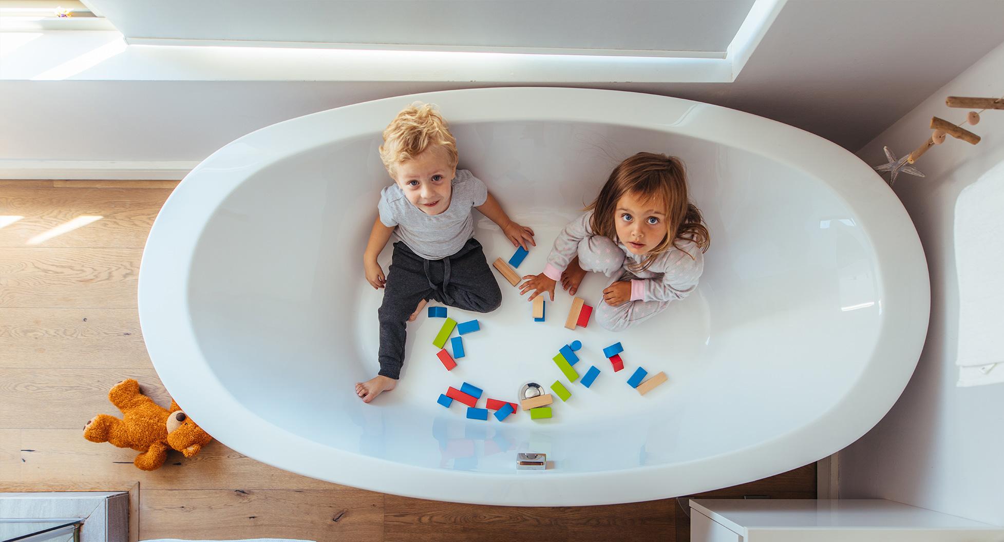 kinder spiele in badewanne